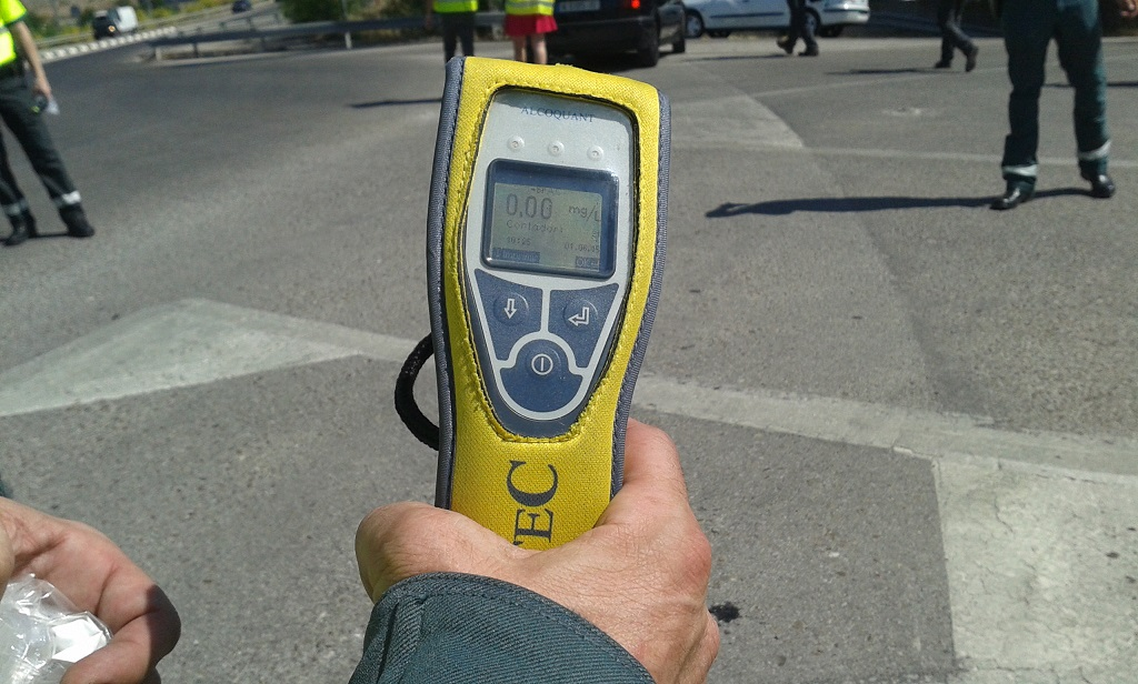 Dispositivo para medir la tasa de alcohol y drogas a los conductores
